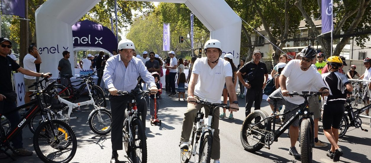 Test driving alternative mobility solutions with the inhabitants of Santiago, Chile